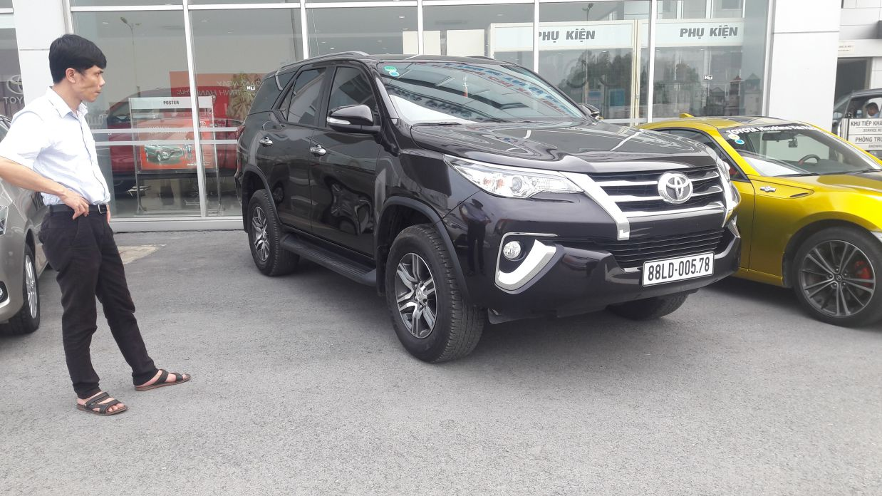 Ngo i th t xe toyota fortuner 2017